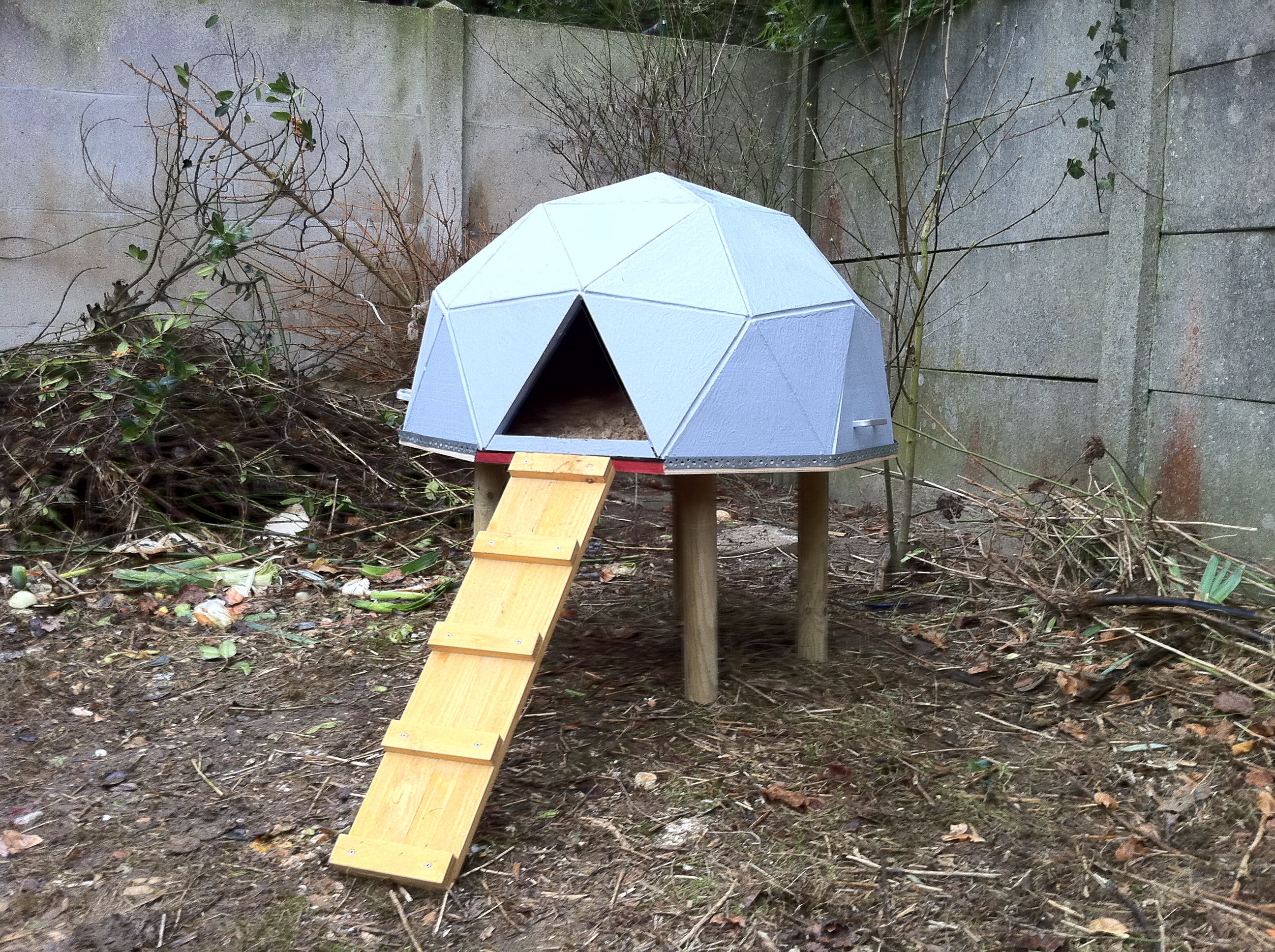 Chicken House anthony.liekens » misc » geodesic chicken dome